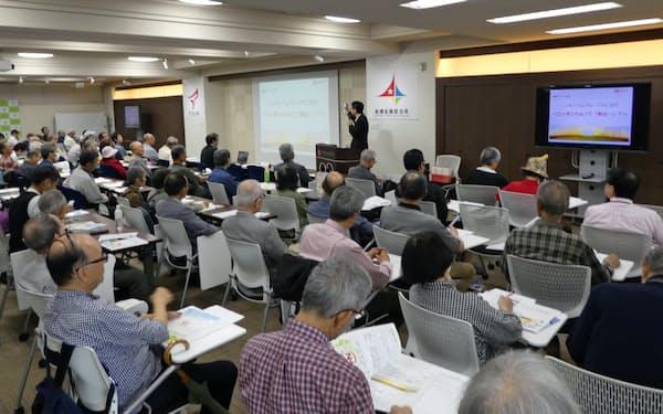 100人以上の投資家が集まることもある(札幌市内で日ハムが開いたIRイベント、7月)