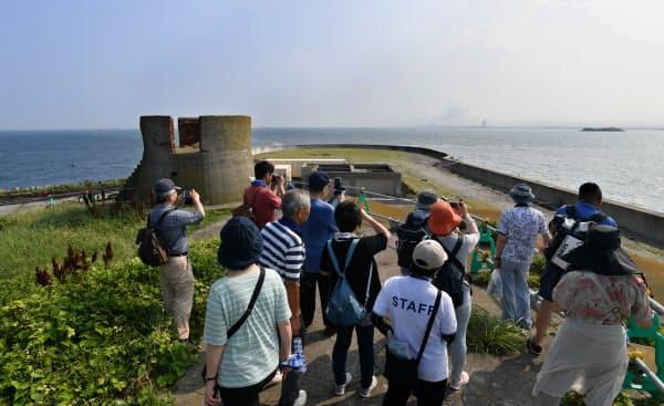 横須賀港から船で25分。島からは東京湾が360度見渡せた(第二海堡)