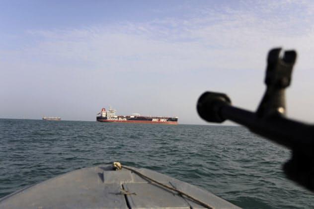 7月、ホルムズ海峡でイランに拿捕(だほ)された英国船籍の石油タンカー「ステナ・インペロ」=AP