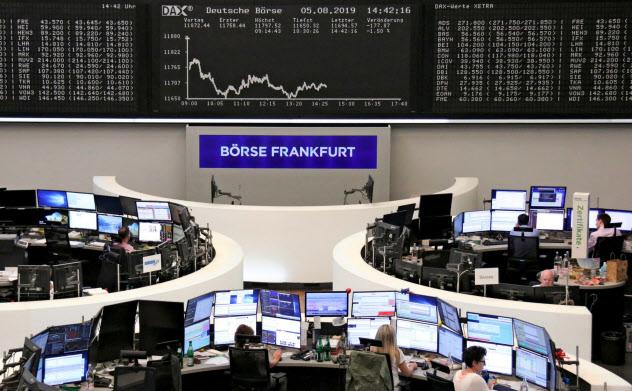 欧州株は全面安になった(5日、フランクフルト証券取引所)=ロイター