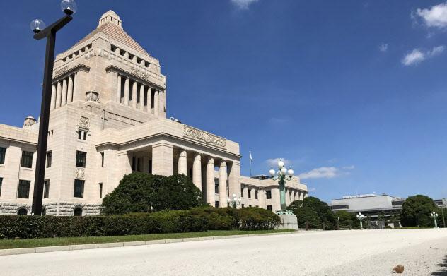 国会敷地内の地面は白い
