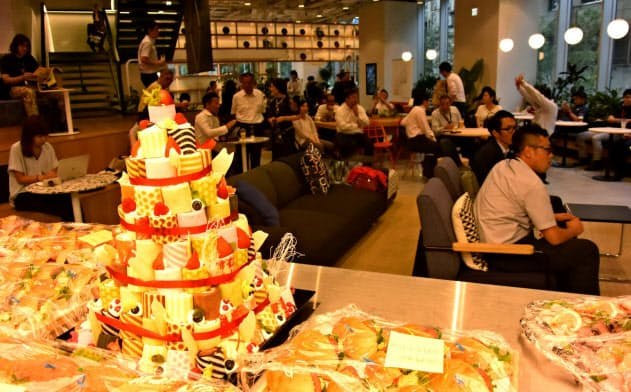 ウィーワークの国内最大シェアオフィスでは入居企業のコラボを深めるイベントをソフトバンク系企業が大阪で初めて開催(7月25日)