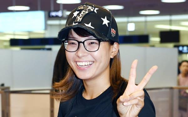 羽田空港に到着した渋野日向子選手(6日)