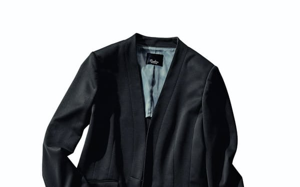はるやま商事がベルメゾンと共同で企画して5日に発売した女性用セットアップスーツのジャケット