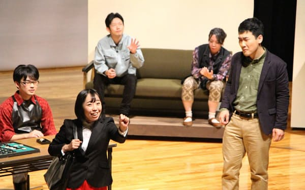 劇団カオスは2018年、商店街を舞台にした演劇「ショッパーズ・ハイ!」を公演した