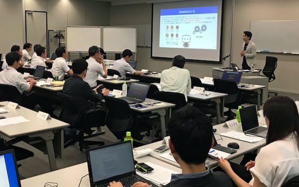 米データロボットはAI関連の教材提供や教員育成に乗り出す(写真は東大が主催する社会人コースの「戦略タスクフォースリーダー養成プログラム」)