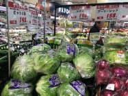 レタスなど葉物野菜が値上がりしている(都内のスーパー)