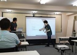 アヴィレン(東京・千代田)は入門から応用まで対面の講座を用意する