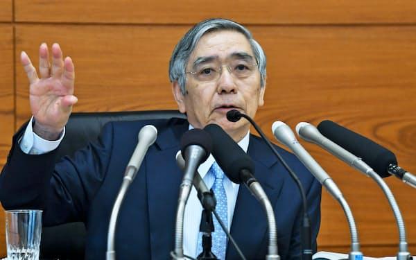日銀は7月30日、あえて指針の修正・強化を見送った(写真は決定会合後、記者会見する黒田総裁)