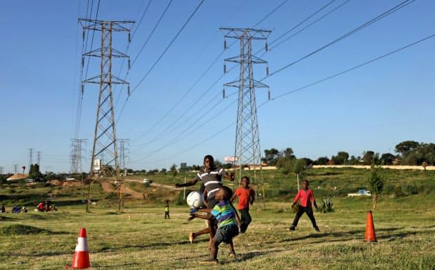 BRICS銀行は南アフリカの電力会社などに融資してきた(南ア・ソウェト)=ロイター