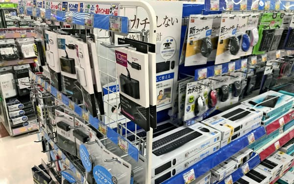 家電量販店にはエレコム製品がずらりと並ぶ