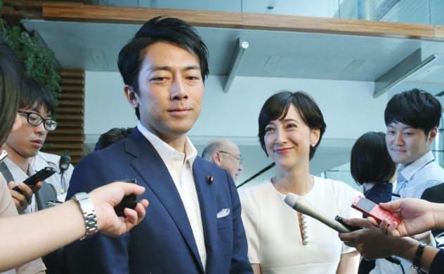 小泉氏は育休について「率直に考えている。いろんな方のアイデアを聞きたい」と語った