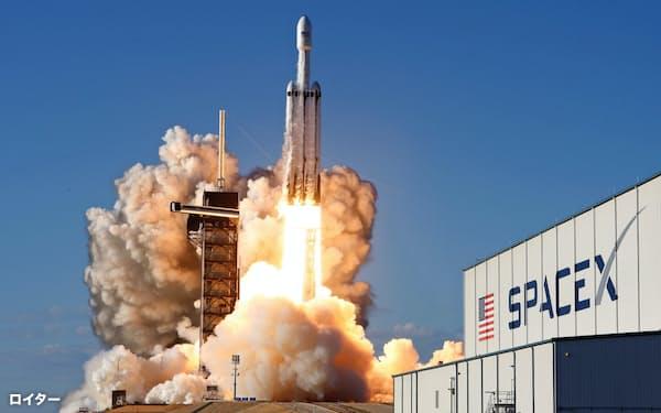 宇宙には次々と人工衛星が打ち上げられている=ロイター