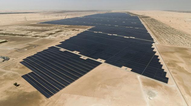 丸紅がUAEで手がける出力117万キロワットで世界最大の太陽光発電所。ワット変換すると「1ギガワット」になるため「ギガソーラー」とも呼ばれる