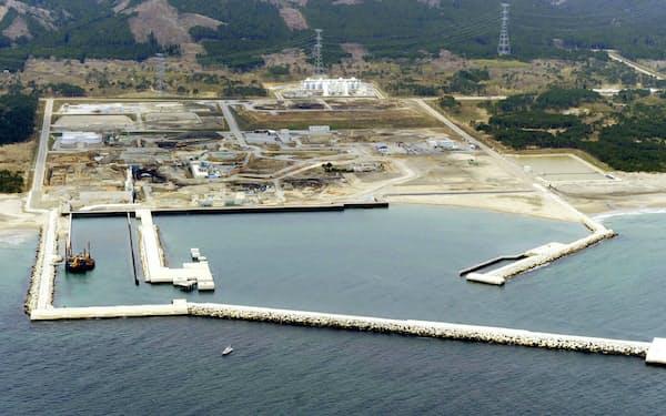 福島第1原発事故以来建設が中断している東京電力の東通原発(2011年5月、青森県東通村)=共同