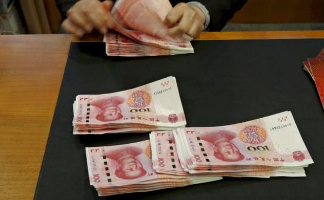 人民元安は中国経済にとってマイナスの効果も大きい=ロイター
