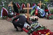 ロシアでは軍や軍事企業の関連施設での爆発や事故が相次いでいる(7月の原子力潜水艇の火災事故で死亡した船員らの葬儀、サンクトペテルブルク)=ロイター