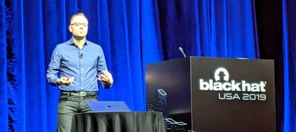サイバーセキュリティーの国際イベント「ブラックハット」で、アップルはハッカー向けの賞金制度を発表した(8日、ラスベガス)