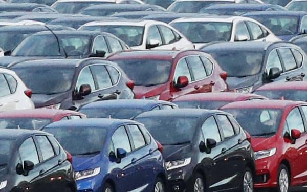 輸出を待つ自動車