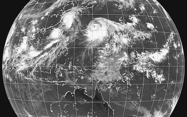 台風10号(画面中央やや上)の雲域は東~南側に大きく広がっている(気象庁提供)