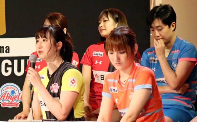 開幕前イベントに参加した早田(前列左)と加藤(同右)