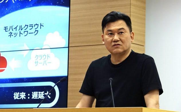 モバイルエッジコンピューティングへの取り組みを説明する楽天の三木谷浩史社長