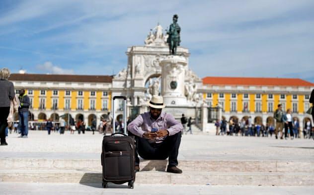 ポルトガルは外国人に好意的で、ポピュリズムやナショナリズム、移民排斥感情をあおるような社会的対立が少ない点が受けている(リスボン市内のコメルシオ広場)=ロイター