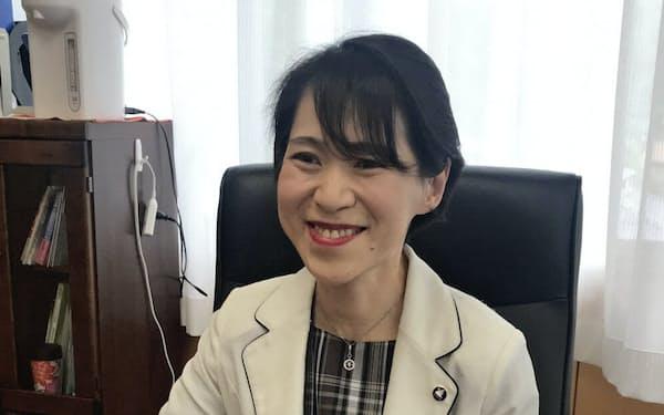 鳥取県警本部長の佐野裕子さん