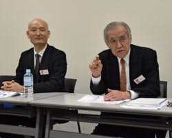 9日東証マザーズに上場したステムリムの冨田憲介会長(右)と岡島正恒社長