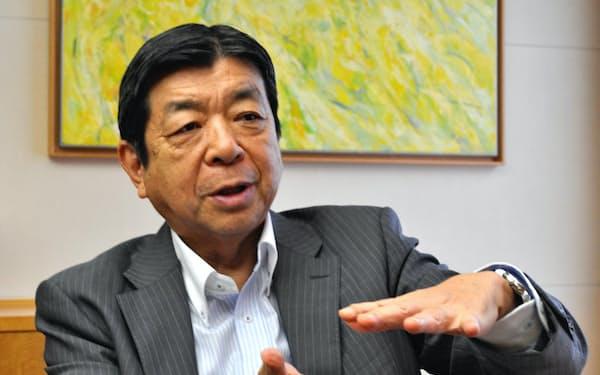 インタビューにこたえる東京商品取引所の浜田隆道社長