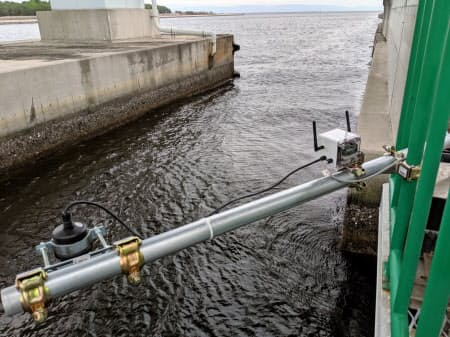 海沿いに設置した潮位センサーの見守りサービスを7月から実験していた(神戸市)