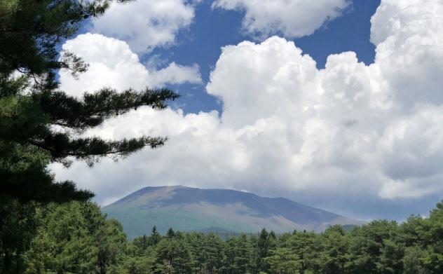 噴火の翌日の浅間山