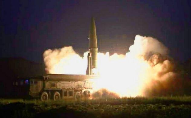 8月7日付の北朝鮮の労働新聞に掲載された「新型戦術誘導弾」の写真(コリアメディア提供・共同)