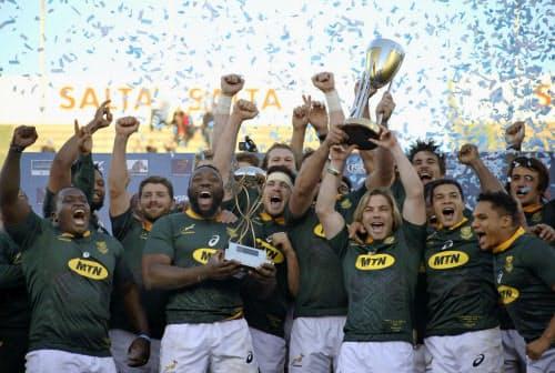 ラグビーの南半球4カ国対抗で優勝し喜ぶ南アフリカの選手たち(10日、サルタ)=AP