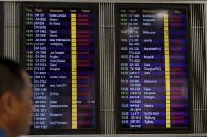 大規模デモの影響で、香港国際空港を発着する全ての便の欠航が決まった(12日)=AP