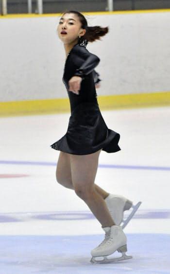 女子フリーで演技する坂本花織(12日、滋賀県立アイスアリーナ)=共同