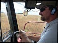 収穫時のアイオワ州農家