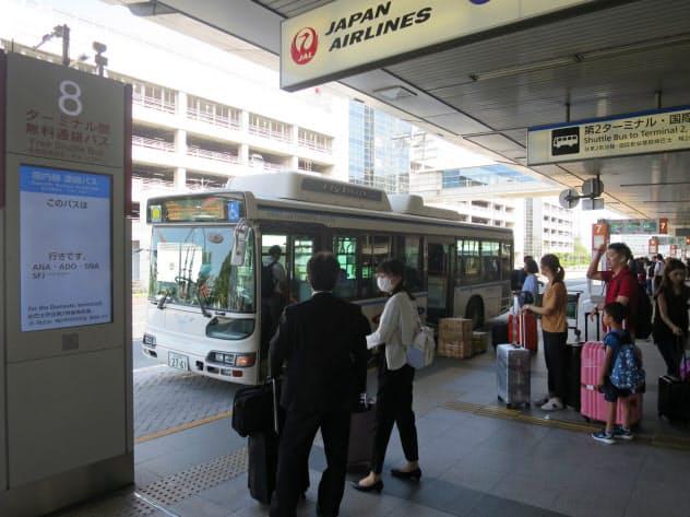 京急バスでは羽田空港のバスなどに女性運転手を登用している(東京都大田区)