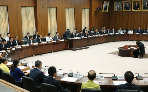 臨時国会最終日を迎え、閉会中審査の手続きが行われた衆院憲法審査会(8月5日)