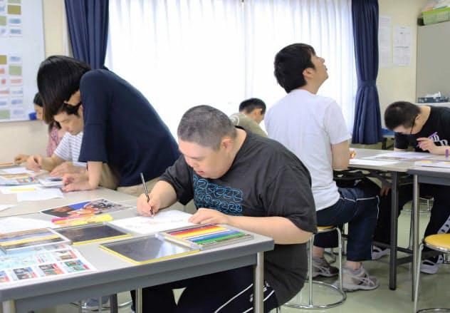 アートを通じて障害者と住民らの交流を促す