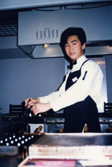 関西大学在学中に現在の「たこ家道頓堀くくる」の前身となる店を立ち上げた