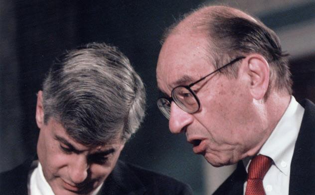 グリーンスパンFRB議長(右)はルービン米財務長官とともに1998年の危機対応にあたった=AP