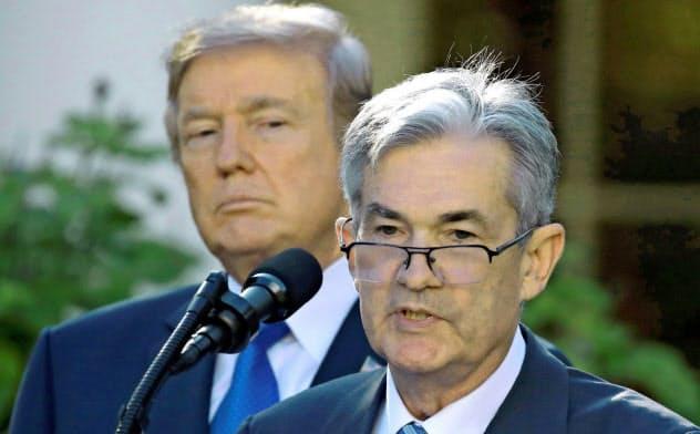 パウエルFRB議長(右)はトランプ大統領からの圧力にさらされる