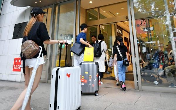大丸心斎橋店の客層は訪日客が中心となっている(大阪市)