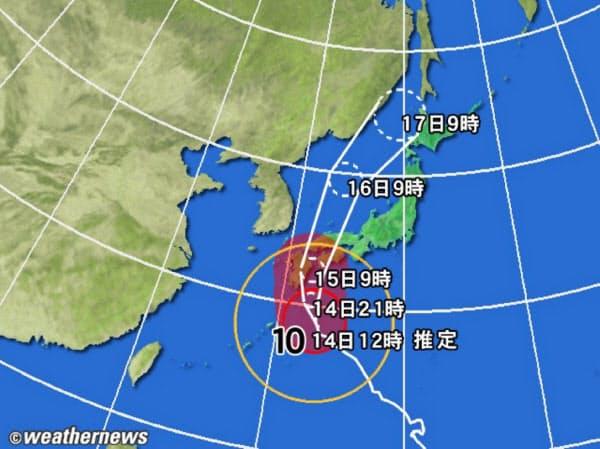黄円は風速 15m/s 以上の強風域、赤円は 25m/s 以上の暴風域。白の点線は台風の中心が到達すると予想される範囲。薄い赤のエリアは暴風警戒域