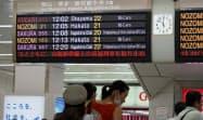 JR東海の運転計画を知らせる電光掲示板(14日、JR新大阪駅)