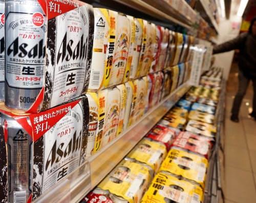 「梅雨寒」の影響が大きかった(埼玉県内のスーパーのビール売り場)