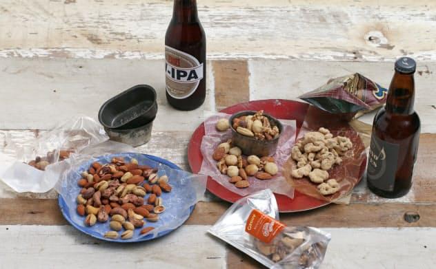 (左から)1位 クノップ「スモークミックス」、2位 グルーヴィナッツ「ベーコンスモークドナッツ」、3位 テイクナッツ「きな粉&クルミ」