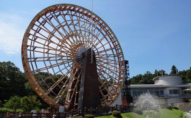 巨大な水車や噴水が涼を感じさせてくれる(埼玉県寄居町)