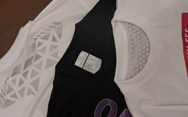 Tシャツの背中の内側部分や首裏のタグにも冷感プリント技術を使う